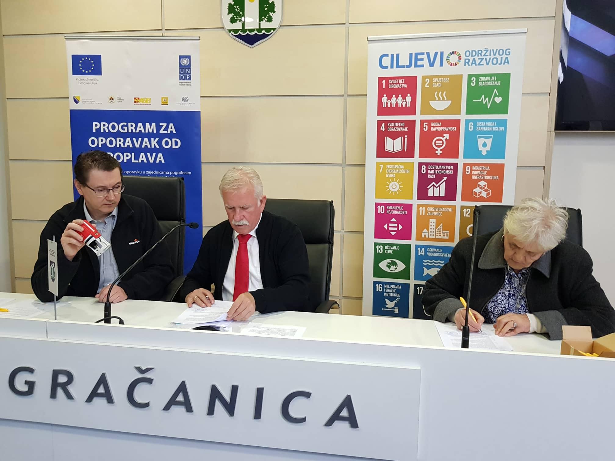 """Potpisani ugovori za izgradnju i sanaciju objekata u okviru projekta """"Oporavak od poplava"""""""