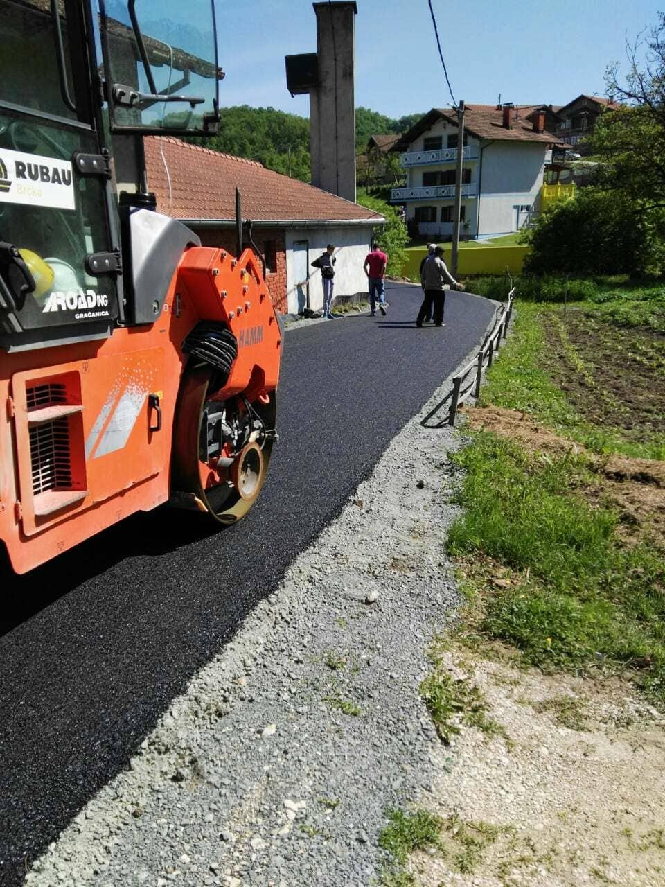 Asfaltiranje novih dionica puteva na području Općine Gračanica