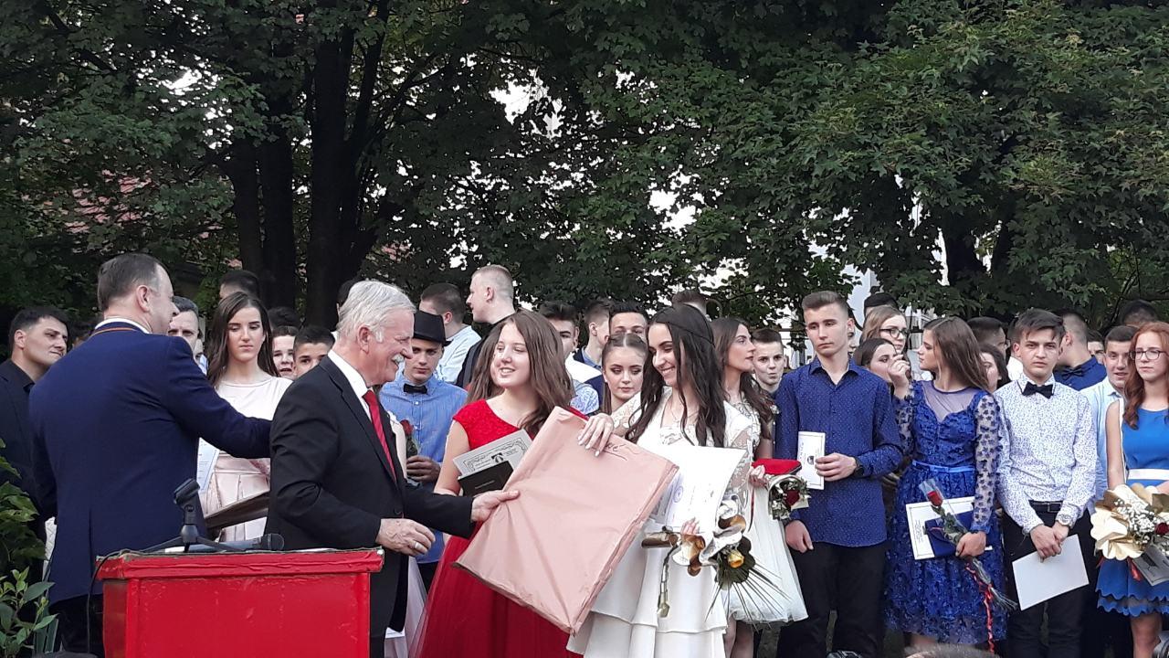 """ISPRAĆENA JOŠ JEDNA GENERACIJA MATURANATA J.U. OŠ """"HASAN KIKIĆ"""""""